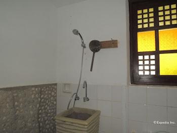 Bunzie's Cove Cebu Bathroom Shower
