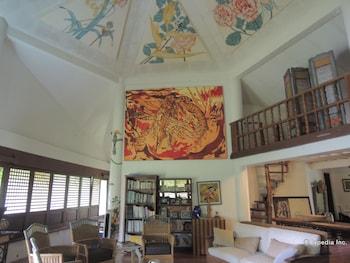 Bunzie's Cove Cebu Living Area