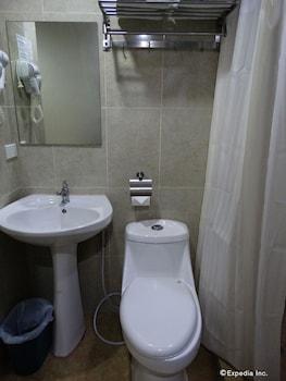 Chinatown Lai Lai Hotel Manila Bathroom