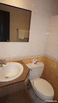 Grand Central Hotel Clark Bathroom