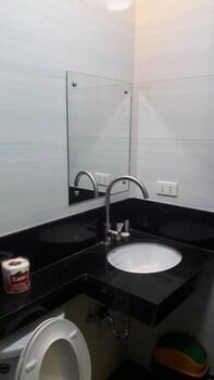 Grand Central Hotel Clark Bathroom Sink