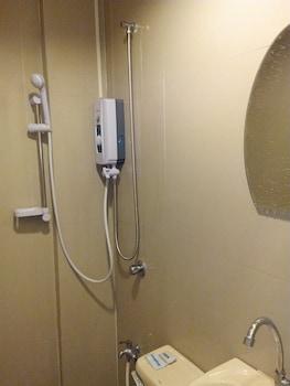 Budget Room Boracay Island Hostel Bathroom Shower