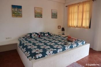 Jayjay's Club Boracay Guestroom
