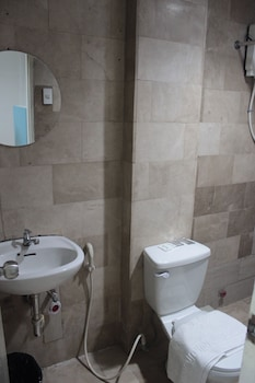 P Hostels and Residences Manila Bathroom