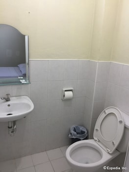 QM Pension House Tagbilaran Bathroom