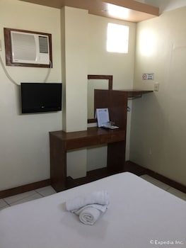 QM Pension House Tagbilaran Guestroom