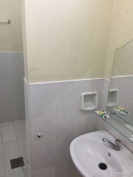 QM Pension House Tagbilaran Bathroom Sink