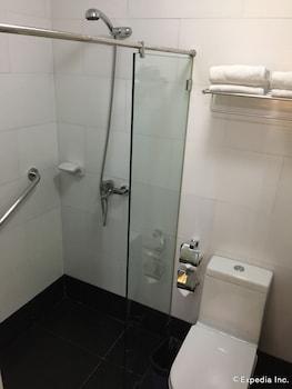 Bohol Tropics Resort Bathroom