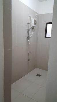 Bohol Villa Formosa Bathroom Shower