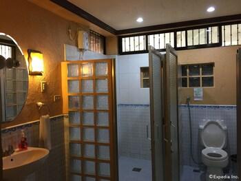 Bohol Villa Formosa Bathroom