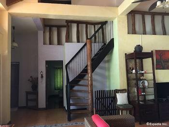 Bohol Villa Formosa Living Area