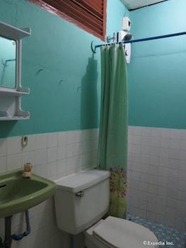 Casa Nova Garden Bohol Bathroom