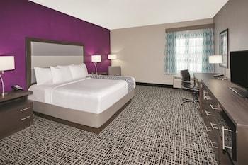La Quinta Inn & Suites Springfield - Springfield, IL 62703 - Guestroom