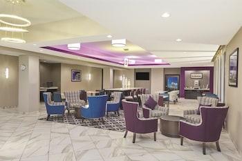 La Quinta Inn & Suites Springfield - Springfield, IL 62703 - Lobby