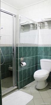 Kokomo's Suites Hotel Pampanga Bathroom