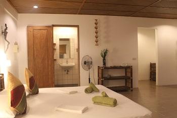 Chindonan Dive Resort Coron Living Area