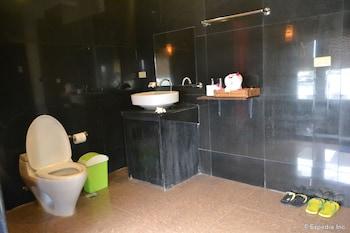 Alfheim Resort Cebu Bathroom