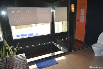 Alfheim Resort Cebu Jetted Tub