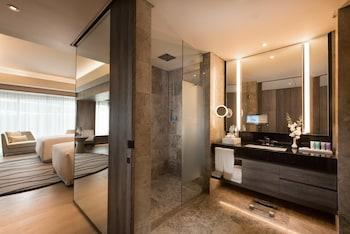 Conrad Hotel Manila Bathroom