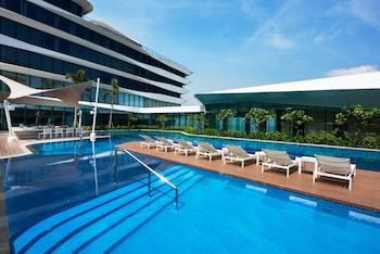 Conrad Hotel Manila Outdoor Pool