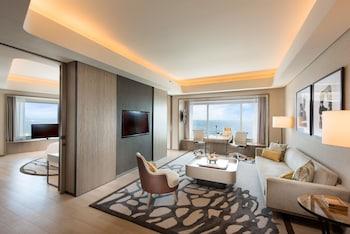 Conrad Hotel Manila Living Area