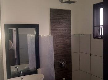 Peace And Love Resort Palawan Bathroom