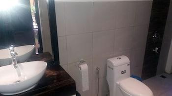 Peace And Love Resort Palawan Bathroom Amenities