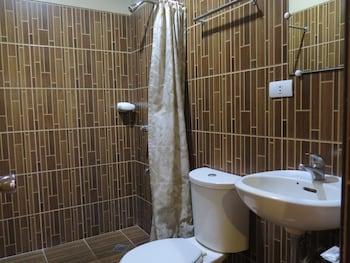 Hotel Palwa Negros Oriental Bathroom
