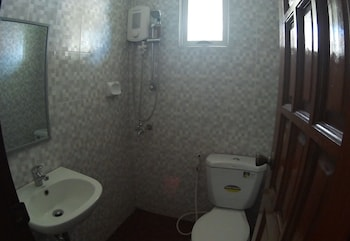 Residenz Guesthouse Cebu Bathroom
