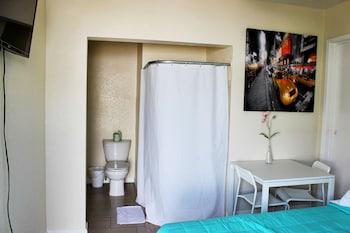 LA Ramona Motel - Los Angeles, CA 90018
