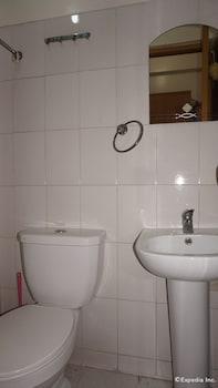 Knysna Residence Manila Bathroom