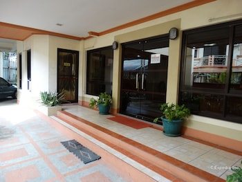 Imperial Ridge Pension House Tagbilaran Hotel Entrance