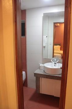 PGHI Hotel Quezon City Bathroom Sink