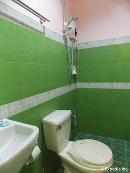 Gt Seaside Inn Oslob Bathroom