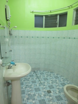 E-MO Dormitory Hostel Cebu Bathroom