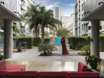 Luxury Loft Next to Staples Center