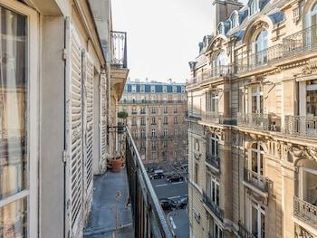 We Stay - Arc de Triomphe 75017