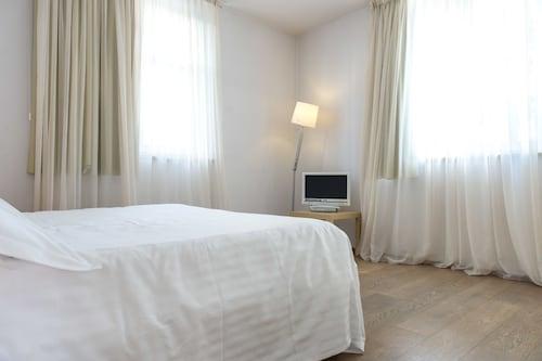 賽卡里尼套房飯店