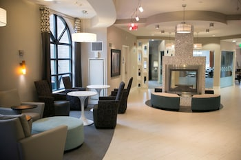 Global Luxury Suites in White Plains
