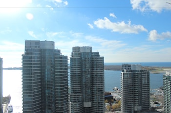 EG Suites - York St Condos 2 near CN Tower
