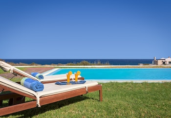 Cristelia Luxury Sea Front & Pool Villa