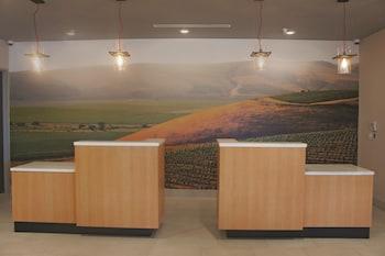 La Quinta Inn & Suites Morgan Hill - San Jose South - Morgan Hill, CA 95037 - Lobby