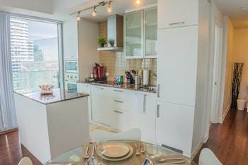 AOC Suites - High-Rise Condo - CN Tower / Lake View