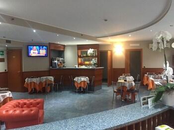 Hotel Gonzaga thumb-3
