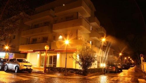 伊拉里奧套房住宅飯店