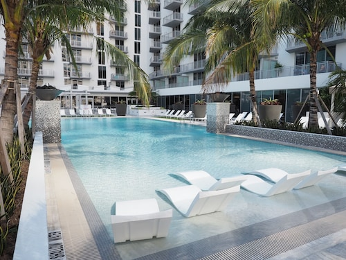 201 MET by Miami Vacations