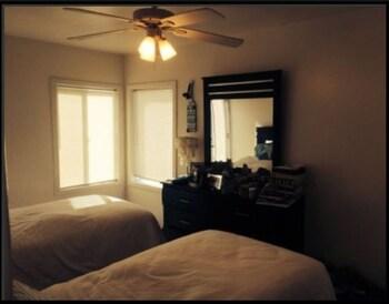 Luxury Ocean View Condo Mission Beach - San Diego, CA 92109 - Guestroom
