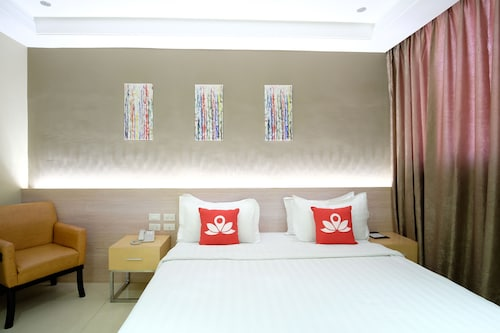 岷倫洛禪房高級飯店