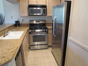 Next to Four Season Hotel, Luxury Apartment - Los Angeles, CA 90048 - In-Room Kitchen