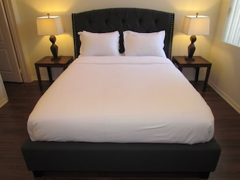 Next to Four Season Hotel, Luxury Apartment - Los Angeles, CA 90048 - Guestroom